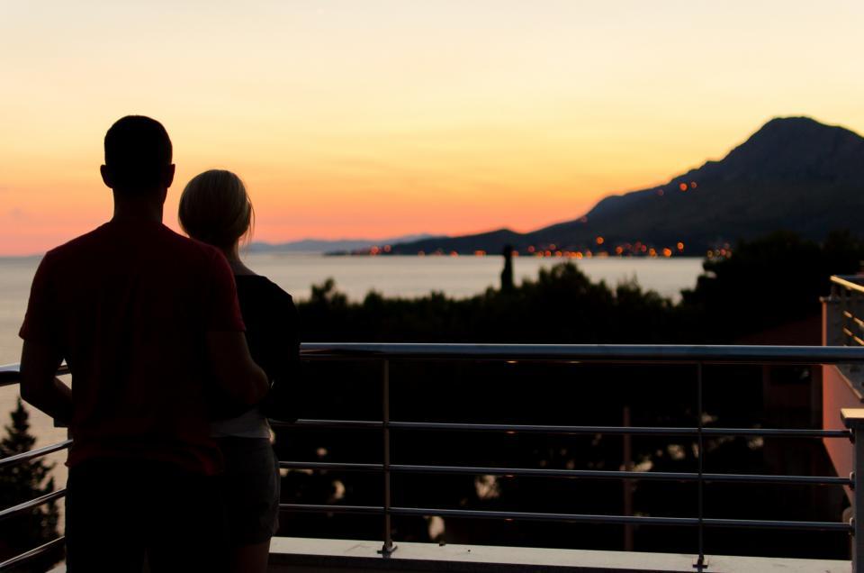 זוג ברגע רומנטי|צילום: אתר StockSnap.io